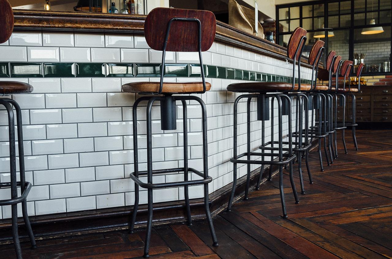 Jakie krzesła barowe można kupić?