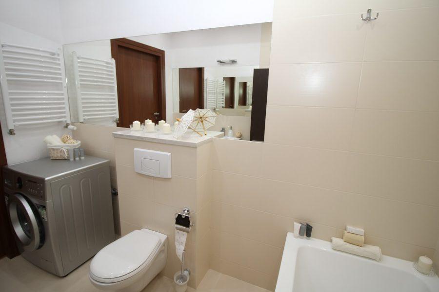 Obowiązkowe wyposażenie toalet – pojemniki na papier
