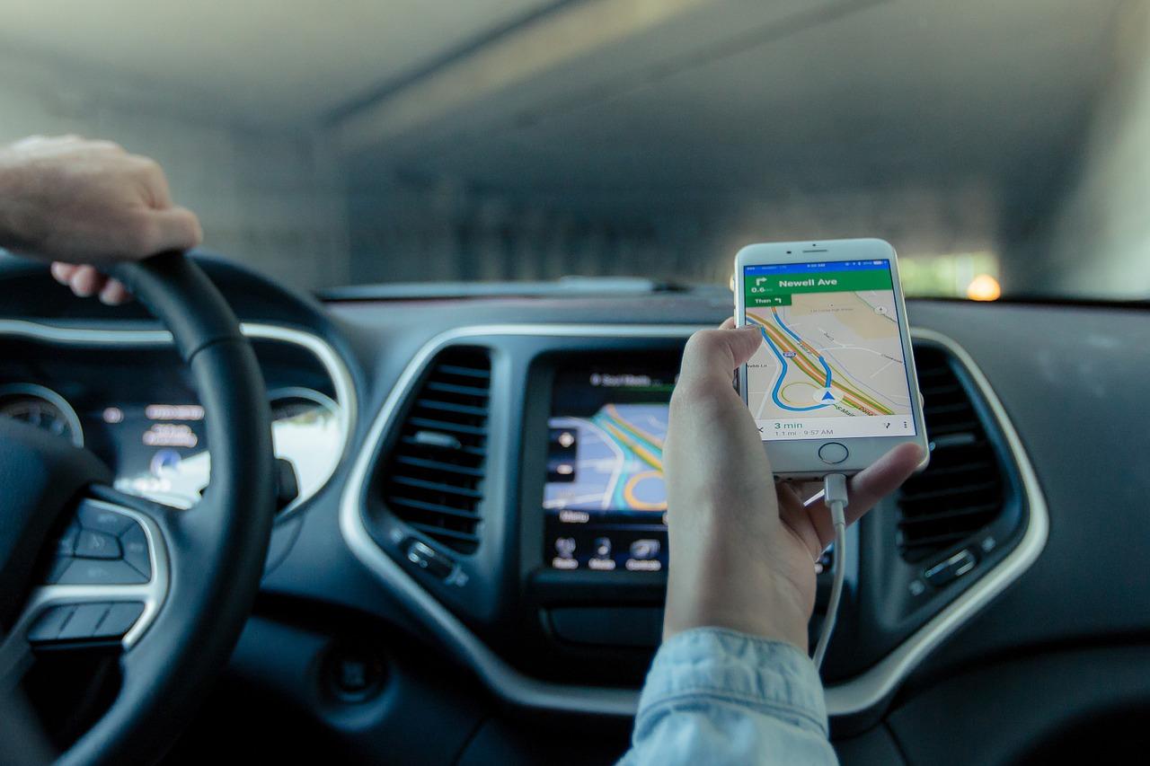 Uchwyt na telefon do auta: gadżet, który warto mieć